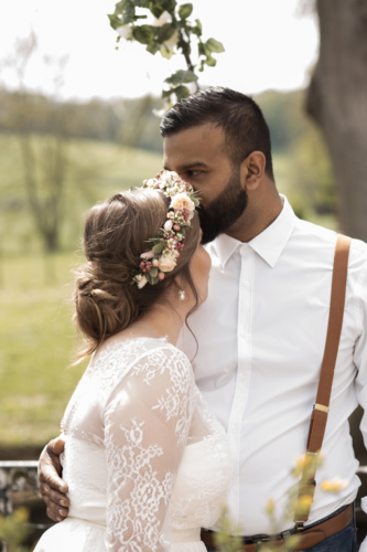 Couronne de fleurs champêtres couleurs douces aromatique fleuriste mariage