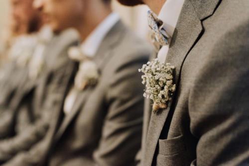 Boutonnière champêtre en gypsophile aromatique fleuriste mariage