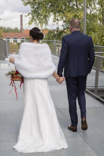Bouquet de mariée original en forme de sac petit panier suspendu champêtre automnal aromatique fleuriste mariage