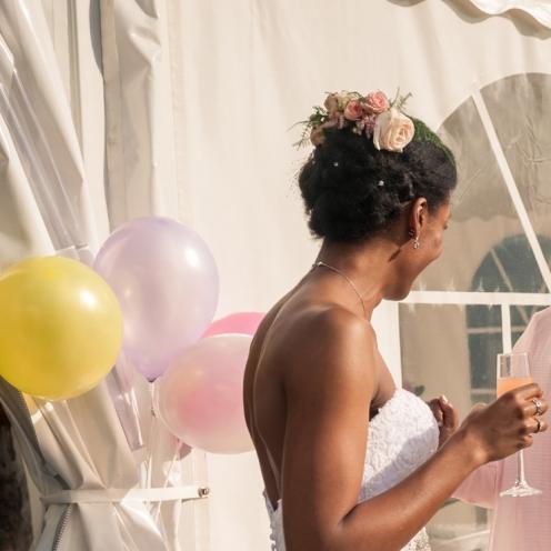 Peigne fleuri rose et blanc aromatique fleuriste mariage