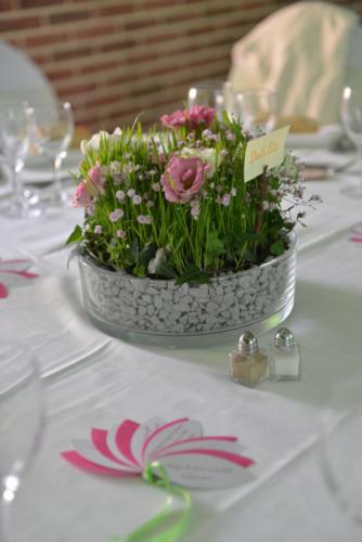 Centre de table original champêtre coloré aromatique fleuriste mariage