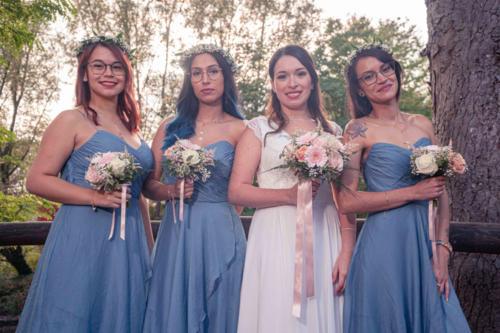Bouquets de demoiselle d'honneur assortis au bouquet de la mariée aromatique fleuriste mariage