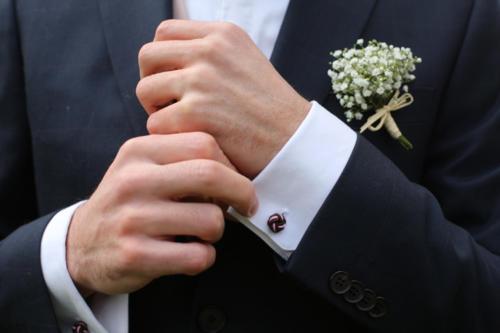 Élégante boutonnière en gypsophile aromatique fleuriste mariage