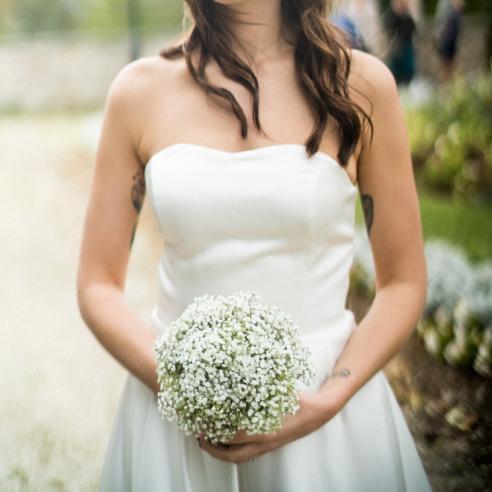 Bouquet de mariée rond minimaliste et simple en gypsophile aromatique fleuriste mariage