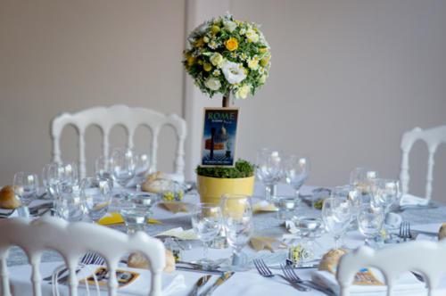 Centre de table en forme d'arbre fleuri jaune aromatique fleuriste mariage