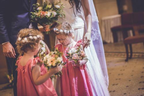 Bouquet de fleurs pour enfant assorti au bouquet de la mariée aromatique fleuriste mariage