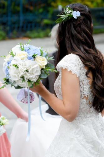 Bouquet de mariée rond en roses et hortensias aromatique fleuriste mariage