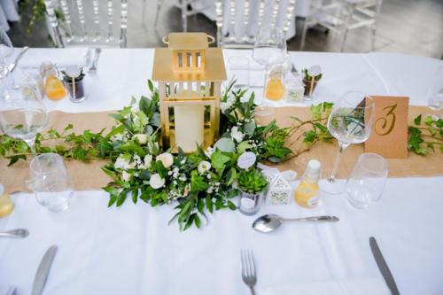 Lanterne fleurie en centre de table aromatique fleuriste mariage
