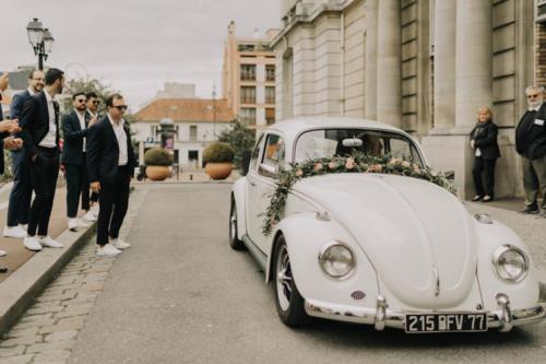 Guirlande fleurie pour décorer la voiture des mariés aromatique fleuriste mariage