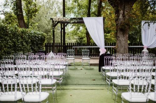 Arche fleurie avec drapé en tissu aromatique fleuriste mariage