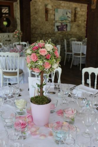Centre de table en forme d'arbre fleuri rose aromatique fleuriste mariage