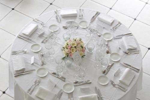 Centre de table rond en roses pales aromatique fleuriste mariage