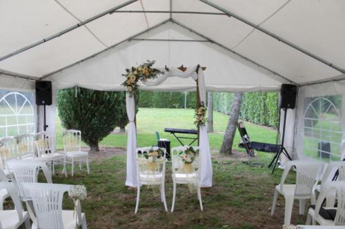 Arche de cérémonie fleurie champêtre tons pêches aromatique fleuriste mariage