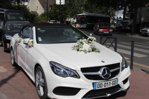 Capot rétroviseurs et portières fleuris de compositions florales pastels aromatique fleuriste mariage