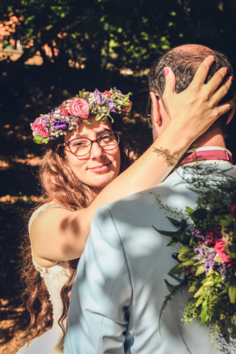 Couronne fleurie rose et violette aromatique fleuriste mariage