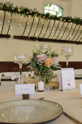 Centre de table champêtre avec bougeoirs aromatique fleuriste mariage