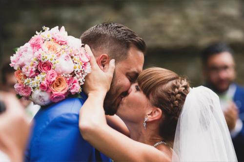 Bouquet de mariée champêtre et romantique en roses et pivoines roses aromatique fleuriste mariage