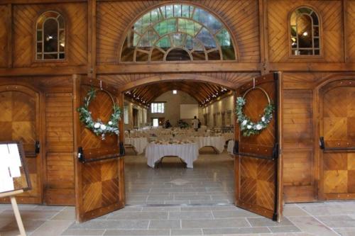 Cerceau fleuri pour décorer portes d'entrée aromatique fleuriste mariage