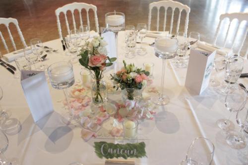 Duo de vases fleuris et photophores aromatique fleuriste mariage