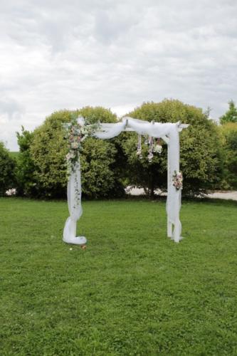 Arche fleurie blanche et rose aromatique fleuriste mariage