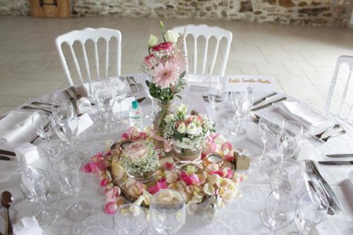 Bocaux fleuris avec rondin et pétales aromatique fleuriste mariage