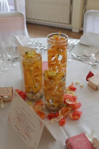 Trio de vases avec orchidées vanda immergées aromatique fleuriste mariage