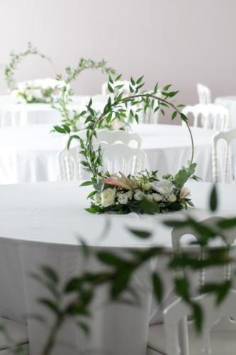 Centre de table cerceau lumineux original aromatique fleuriste mariage