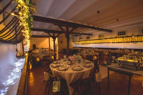 Mangeoire fleurie avec rideau de lumière aromatique fleuriste mariage