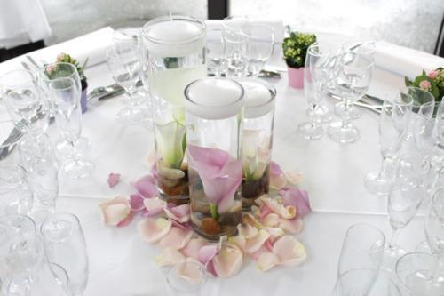 Trio de vases avec arums immergés aromatique fleuriste mariage
