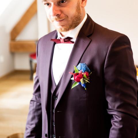 Boutonnière colorée aromatique fleuriste mariage