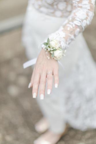 Bracelet en fleurs blanches aromatique fleuriste mariage