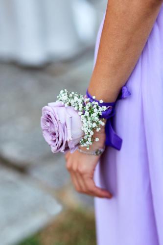 Bracelet fleuri assorti à la robe des demoiselles d'honneur aromatique fleuriste mariage