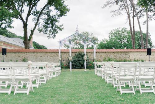 Décor de ceremonie en extérieur aromatique fleuriste mariage