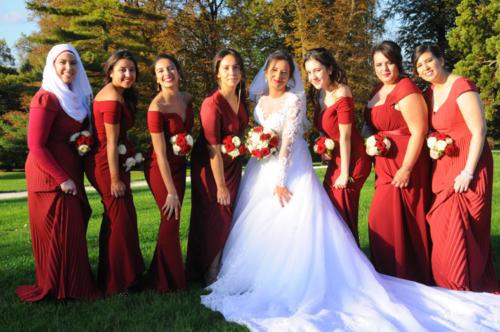 Bouquet de roses assorti au bouquet de la mariée pour les demoiselles d'honneur aromatique fleuriste mariage