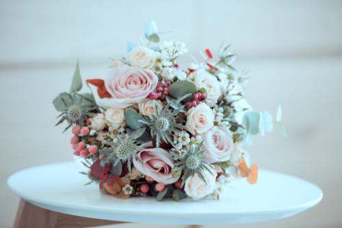 Bouquet de mariée champêtre en fleurs pastels printanières aromatique fleuriste mariage