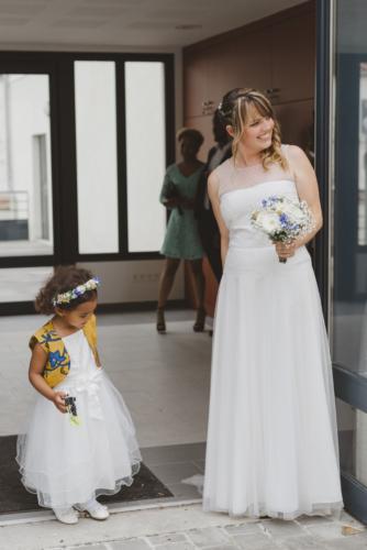 Couronne pour enfant assortie aux couleurs de la tenue aromatique fleuriste mariage