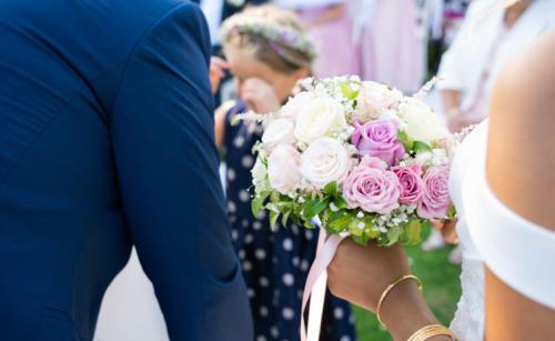 Bouquet de mariée rond en roses pastels  aromatique fleuriste mariage