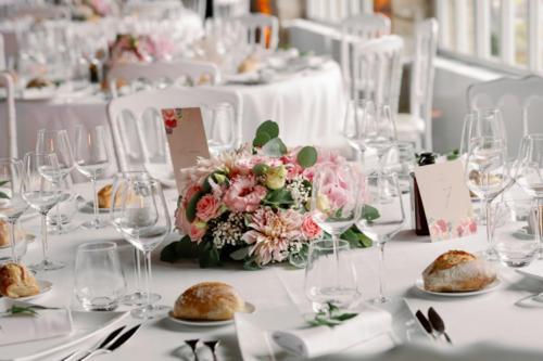 Centre de table rond fleurs roses aromatique fleuriste mariage