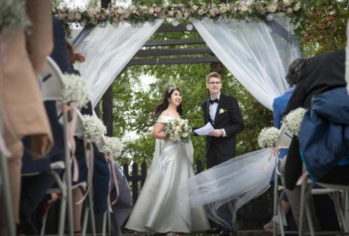 Décor de ceremonie romantique aromatique fleuriste mariage