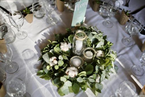 Couronne de feuillages et coton centre de table aromatique fleuriste mariage
