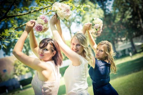 Petits bouquets de fleurs pour les témoins de la mariée aromatique fleuriste mariage